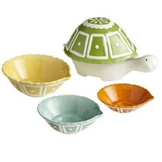 Ceramic Turtle Measuring Cups - eclectic - kitchen tools - by Pier 1 Imports I want these! So cute! Eclectic Kitchen, Cute Kitchen, Kitchen Stuff, Kitchen Things, Country Kitchen, Kitsch, Ceramic Turtle, Russian Tortoise, Baking Utensils