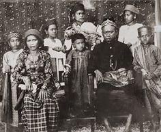 Antique and Classic Photographic Images. King Talasa and his family (Tolage, Toradja), Celebes c1900   Photographer: Hendrik Veen (?), Dutch Indies