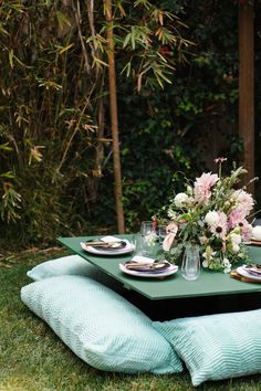 When it comes to fresh design inspiration, nothing beats this pastel creation from @ssspins. For more unique ideas on styling your outdoor space for entertaining, check out this unique picnic setup.