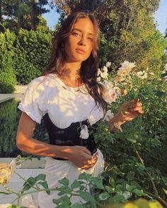 "Elisha Herbert on Instagram: ""Flower gurl🌷"" Natural Glam Makeup, Glowy Makeup, Girl Crushes, Grunge Fashion, Aesthetic Girl, Malta, Role Models, Instagram, Cute Outfits"
