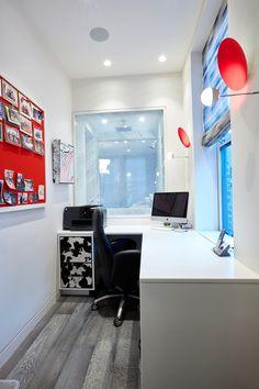 También cuenta con una pequeña oficina.