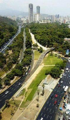 Autopista Francisco Fajardo - lado Izquierdo Pque. Los Caobos lado derecho Instituto Botanico - Caracas