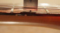 チューニングした状態での6弦側12フレットの様子です。
