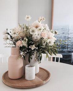 Farmhouse Side Table, Deco Floral, Easy Home Decor, Trendy Home Decor, Spring Home Decor, Home Decor Inspiration, Decor Ideas, Decorating Ideas, Room Ideas