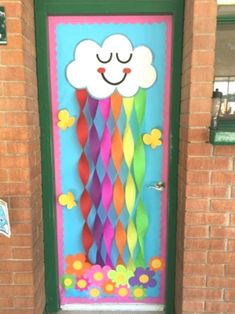 Thinking about Spring Classroom decorations or Easter decorations for Classroom? Take quick clues from this Easter and Spring Classroom Door Decorations. Decoration Creche, Board Decoration, Class Decoration Ideas, Door Decoration For Preschool, Diy Classroom Decorations, School Decorations, Decorating Ideas For Classroom, Summer Door Decorations, Teacher Doors