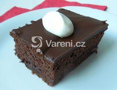 Recept na moučník plný čokolády. Na odměření surovin budeme potřebovat pouze hrnek. Vareni.cz - recepty, tipy a články o vaření.