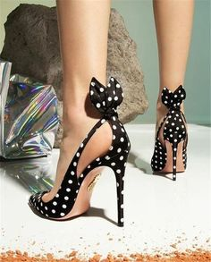 Black High-Heeled Womens Stiletto With 2020 New Wild Sexy Girl Pointy Polka Dot Shoes Schuhe Black Dot Girl HighHeeled Pointy Polka Sexy Shoes Stiletto Wild Womens Pretty Shoes, Beautiful Shoes, Gorgeous Heels, Beautiful Outfits, Beautiful Pictures, Gorgeous Women, Crazy Shoes, Me Too Shoes, Dream Shoes
