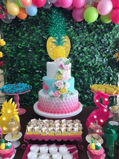 More decorating ideas on albums: Flamingo Party 1 Flamingo Party 2 Flamingo Cake, Flamingo Birthday, Luau Birthday, Birthday Parties, Birthday Cake, Pool Party Cakes, Luau Cakes, Aloha Party, Luau Party