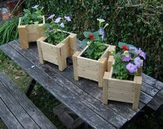 Aw!!! I could use the pieces from the pallet I'm using to make planters for my planter bench!