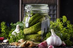 Pickled Vegetables Recipe, Fresh Vegetables, Fresh Herbs, Healthy Family Meals, Healthy Snacks, Healthy Recipes, Pickling Liquid Recipe, How To Make Pickles, Making Pickles