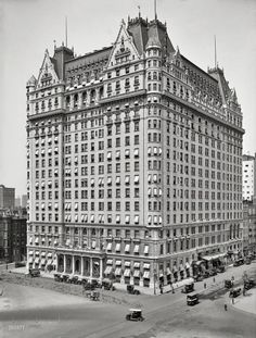 PLAZA HOTEL - New York circa 1912. Plaza Hotel, Fifth Avenue at 59th Street. The original big box. 5x7 glass negative, Detroit Publishing Company
