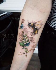 Bee tattoo on sleeve tattoo tatuagem - tattoed models - tattoo feminina - tattoo - tattoo quotes - t Tattoos Motive, Neue Tattoos, Body Art Tattoos, Sleeve Tattoos, Tatoos, Forearm Tattoos, Tattoo Symbols, Ink Tattoos, Bumble Bee Tattoo