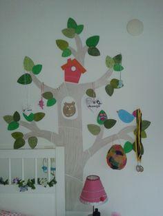 Houten boom op de muur