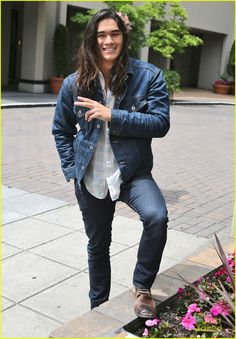 Booboo Stewart Takes a Quick Break from 'The Descendants' Filming!: Photo Booboo Stewart stops to get his pose on while leaving the Sutton Place Hotel on Wednesday afternoon (June in Vancouver, Canada. Pretty People, Beautiful People, Native American Actors, Booboo Stewart, Princesa Disney, Indian Man, Good Looking Men, Cute Guys, Pretty Boys