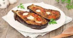 Le melanzane ripiene al forno sono una ricetta molto semplice da realizzare, saporita e golosa, si prepara con pochi ingredienti ed in poco tempo!