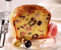 Il plumcake salato è un secondo sostanzioso, ideale da proporre sia caldo che freddo, anche in occasione di un picnic all'aperto con gli amici.