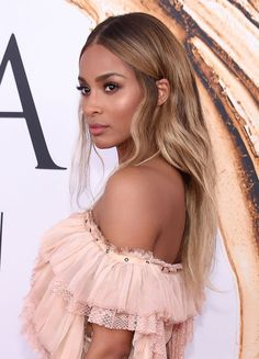Hair trend: The most beautiful caramel hair colors of the stars freundin.de Hair trend: The Ciara Blonde Hair, Blonde Hair Black Girls, Honey Blonde Hair, Strawberry Blonde Hair, Olive Skin Blonde Hair, Hair Color For Morena Skin, Hair Color For Tan Skin, Blonde Wig, Black Hair