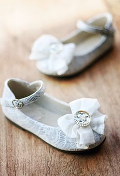 Thes gray with cream lace over lay flats are simply stunning.