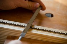 Learn how to sharpen traditional hand saws for woodworking with hand saw maker Tom Calisto and Joshua Farnsworth. Woodworking Hand Tools, Cool Woodworking Projects, Wood Tools, Woodworking Workshop, Woodworking Techniques, Saw Sharpening, Diy Table Saw, Diy Shops, Hand Saw