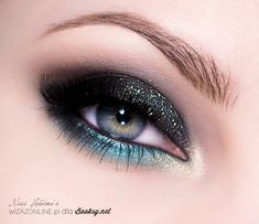 Gorgeous dark smokey eye makeup with turquoise - Makeup Dark Smokey Eye Makeup, Sexy Eye Makeup, Purple Eye Makeup, Glitter Eye Makeup, Fx Makeup, Makeup Guide, Cute Makeup, Makeup Goals, Makeup Eyes