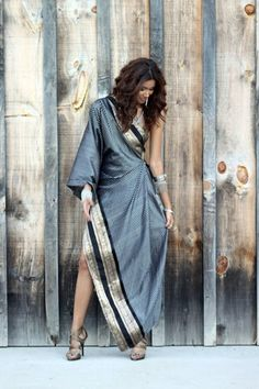 The Chic Confidential: The Modern Sari By Sakhuja Designs. Indian Outfits Modern, Indian Fashion Modern, Ethnic Fashion, Indian Fashion Trends, Saree Draping Styles, Saree Styles, Drape Sarees, Silk Sarees, Indian Attire