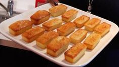 Madeleines au citron Replay, Biscuits, Hot Dog Buns, Muffins, Cupcake, Sweets, Bread, Food, Sweet Recipes