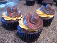Western cupcakes with edible chocolate cowboy hats! Huge hit! @Kate Valley This is SO you!!