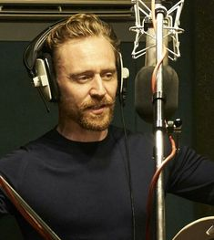 (3) Twitter Tom Hiddleston Loki, Thomas William Hiddleston, Marvel Actors, Marvel Characters, Toms, Cinema, Celebrity List, Loki Laufeyson, Married Woman