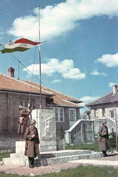 Hungarian soldiers raise their nation's flag to mark the completion of a newly-commissioned war memorial. Hungarian Flag, Defence Force, Military Photos, Axis Powers, European History, World War Ii, Ww2, Army, Budapest Hungary