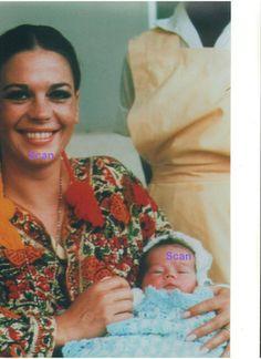 NATALIE WOOD W/ NATASHA GREGSON WAGNER AS BABY ORIGINAL RARE UNPUBLISHED PRESS PHOTO