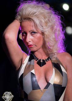 Lady Vivien - eine klassische Domina, die Erotik und SM als Einheit sieht. Anspruchsvolles bürgerliches Berufsleben und als Ventil,…