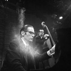 Bill Evans and Eddie Gomez, May 1968 Jazz Artists, Jazz Musicians, All About Jazz, Legendary Pictures, Natalie Cole, Bill Evans, Classic Jazz, Jazz Guitar, Miles Davis