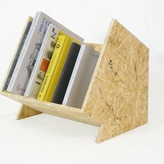 Moebel Hacks Magazin osb Interior Decorating: Proper Way to Light the Home Article Body: One of the Plywood Furniture, Furniture Projects, Wood Projects, Diy Furniture, Furniture Design, Osb Board, Vinyl Storage, Lp Storage, Book Holders