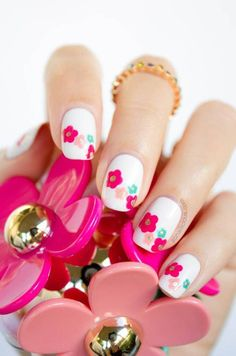 DIY Makeup Tutorials : Delightful Daisies | 17 Gorgeous Spring Nail Designs