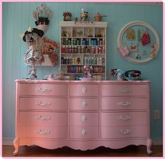 Fun Shabby Chic Pink Dresser recycled for the BedRoom Commode Rose, Pink Dresser, Pink Drawers, Colorful Dresser, Baby Dresser, Pink Desk, Dresser Drawers, French Provincial Dresser, French Dresser