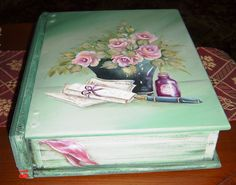 This sweet book box was painted by Nora (Malaysia) for a gift.