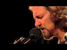 Eddie Vedder's cover of the Beatles' Blackbird - Water On the Road