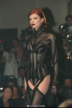 Dark Fashion, 90s Fashion, Couture Fashion, Runway Fashion, High Fashion, Fashion Show, Vintage Fashion, Fashion Outfits, Fashion Design