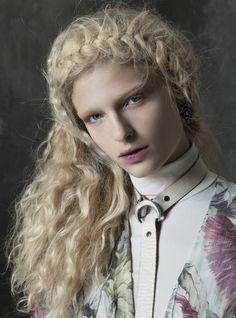 Frederikke Sofie fotografiert von Michael Baumgarten // Vogue Italia December 2015