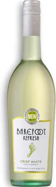 Sweet White TASTES & DELIGHTS It seems Pinot Grigio and Moscato get along swimmingly. This blend is fruity, lively and light-bodied, starting with notes of peach and tangerine and finishing on a sweet note—just like every day should. Enjoy over ice. Sweet White Wine, Dry White Wine, Refreshing Drinks, Fun Drinks, Beverages, Yummy Drinks, Barefoot Wine, Chenin Blanc, Different Wines