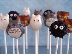 Adorable cake pops. Totoro.
