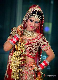 Sabyasachi bridal lehenga red blouses 56 New ideas Royal Indian Wedding, Indian Wedding Poses, Indian Bridal Photos, Indian Wedding Couple Photography, Indian Bridal Fashion, Indian Weddings, Bridal Photography, Real Weddings, Engagement Photography