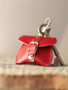 Leather keychain keyfob keyholder mens keyring by secondstudio Leather Keyring, Leather Gifts, Leather Wallet, Red Leather, Leather Accessories, Leather Jewelry, Purse Organization, Leather Projects, Key Fobs
