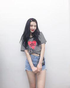 K-Pop Babe Pics – Photos of every single female singer in Korean Pop Music (K-Pop) Red Velvet Joy, Red Velvet Irene, Black Velvet, Park Sooyoung, Seulgi, Kpop Girl Groups, Kpop Girls, Ulzzang, Red Velet