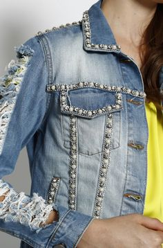 Discover recipes, home ideas, style inspiration and other ideas to try. Gilet Jeans, Customised Denim Jacket, Modelos Fashion, Mode Jeans, Denim Ideas, Denim Crafts, Embellished Jeans, Denim And Lace, Clothing Hacks