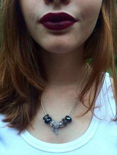 R$41 http://www.clacessorios.com.br - Colar em metal prateado com berloques, estilo pulseiras Pandora. Delicado e maravilhoso!