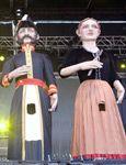 Gigantes de Zaragoza. Agustina y Palafox. La pareja fue presentada el día 5 de octubre en sociedad. los padrinos de estas dos figuras fueron, los gigantes de Pamplona y de Tarragona. También estuvieron presentes comparsas de todo Aragón, entre las cuales está la Comparsa de Gigantes del barrio zaragozano de La Almozara.