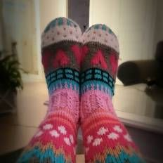 www.sukkakori.webs.com Socks, värikkäät villasukat, knitting, knee highs, 7 veljestä, polvisukat, knee, colorfull, ohjeet saatavilla suomeksi! Instructions in finnish!