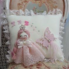 Throw Cushions, Diy Pillows, Throw Pillow Cases, Sofa Pillows, Decorative Pillows, Shabby Chic Quilts, Shabby Chic Pillows, Diy Cushion, Owl Pillow