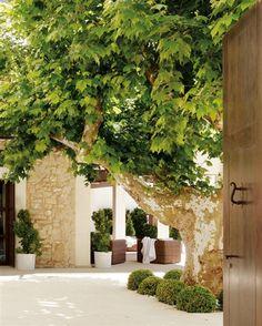 Rústica por fuera y urbana por dentro · ElMueble.com · Casas